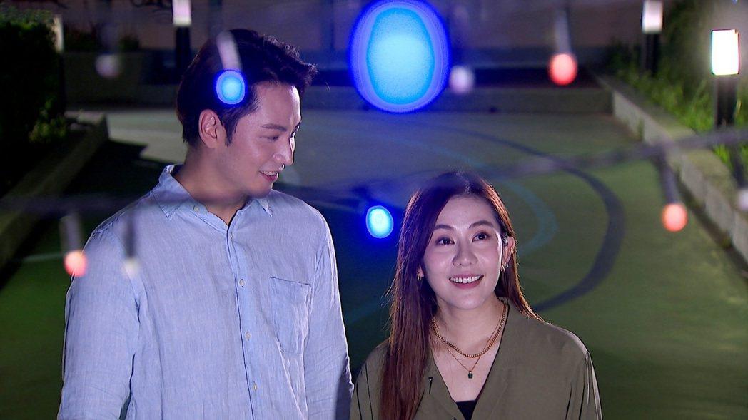 王宇婕(右)在「天之驕女」中演機器人。圖/三立提供