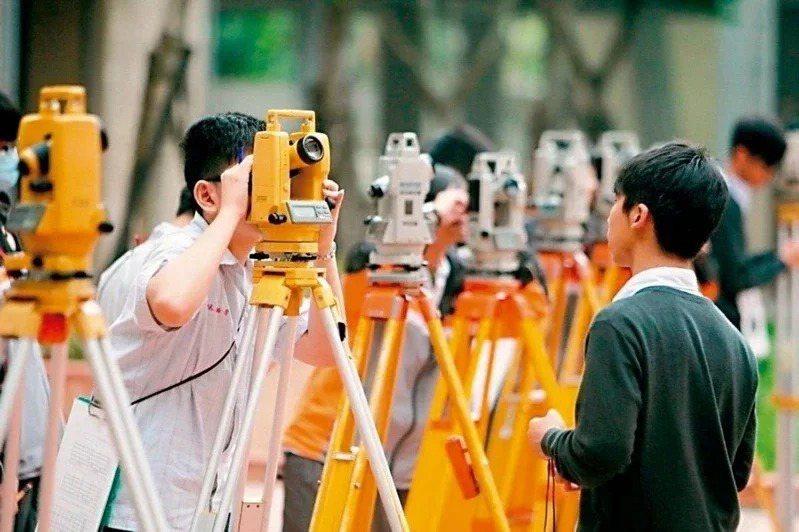四技二專甄選入學,明年起考生從原本可填三個志願加倍提升為六個志願。本報資料照片