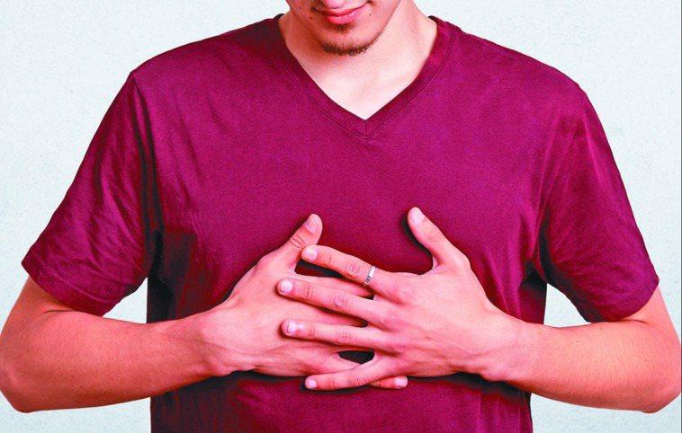 骨髓纖維化會使骨髓原本造血功能轉嫁至脾臟或肝臟,約九成骨髓纖維化患者脾臟腫大。圖...