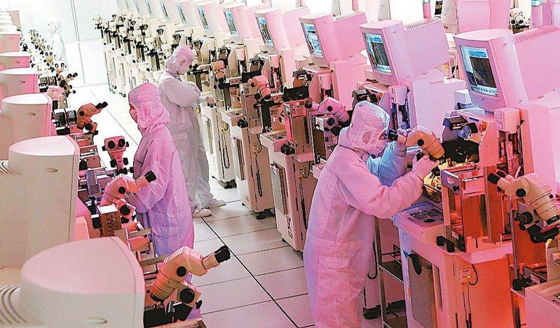 馬來西亞疫情延燒,傳出意法半導體等國際大廠當地封測生產線受創,急找封測龍頭日月光幫忙。圖為封測廠生產線示意圖。本報系資料庫)