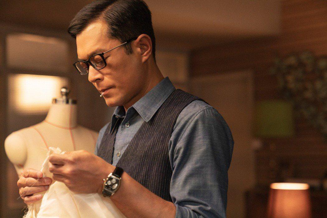影帝古天樂飾演梅艷芳恩師兼形象設計劉培基。圖/索尼提供