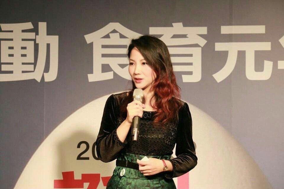 台灣食育協會理事長黃兆徽觀察,疫情衝擊每一個人,經濟能力允許的人有存糧,但越貧窮...