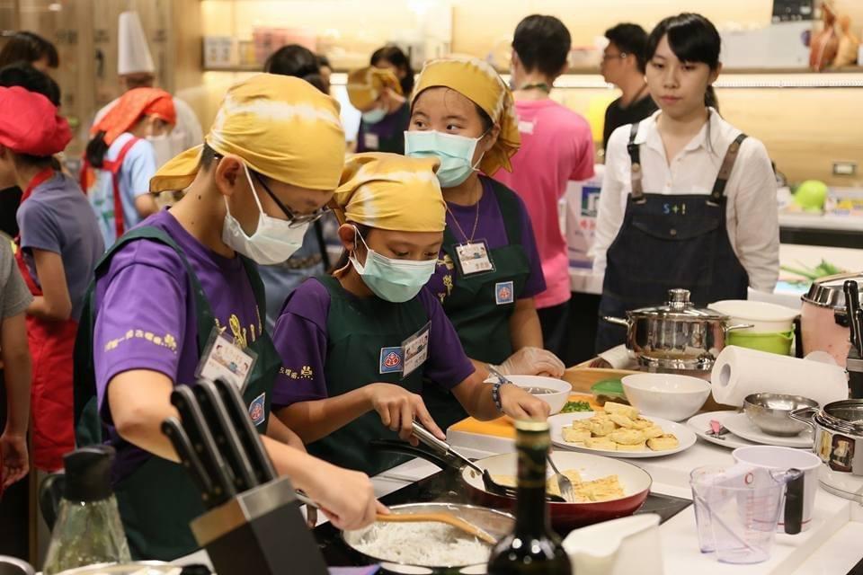 跟上日本腳步,台灣開始倡導食育觀念,「不浪費」在孩童心中逐步實踐。 圖/台灣食育...