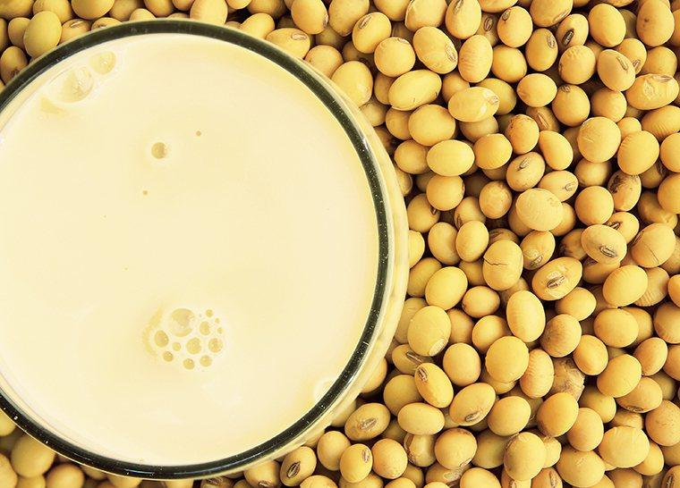 ▲大豆卵磷脂可以降低壞膽固醇與總膽固醇,以黃豆替代肉類好處非常多。圖/ingim...