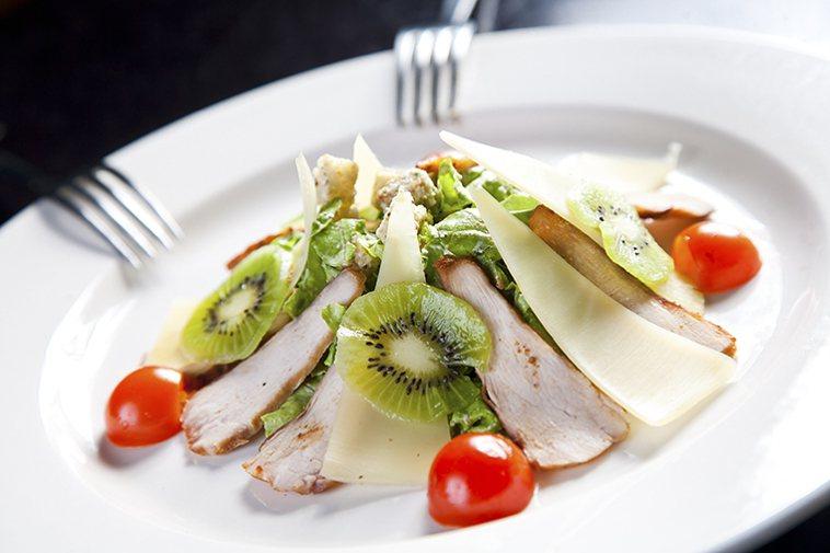 ▲藉由飲食控制選擇對血管健康比較有幫助的食物,就能減少膽固醇影響。圖/ingim...