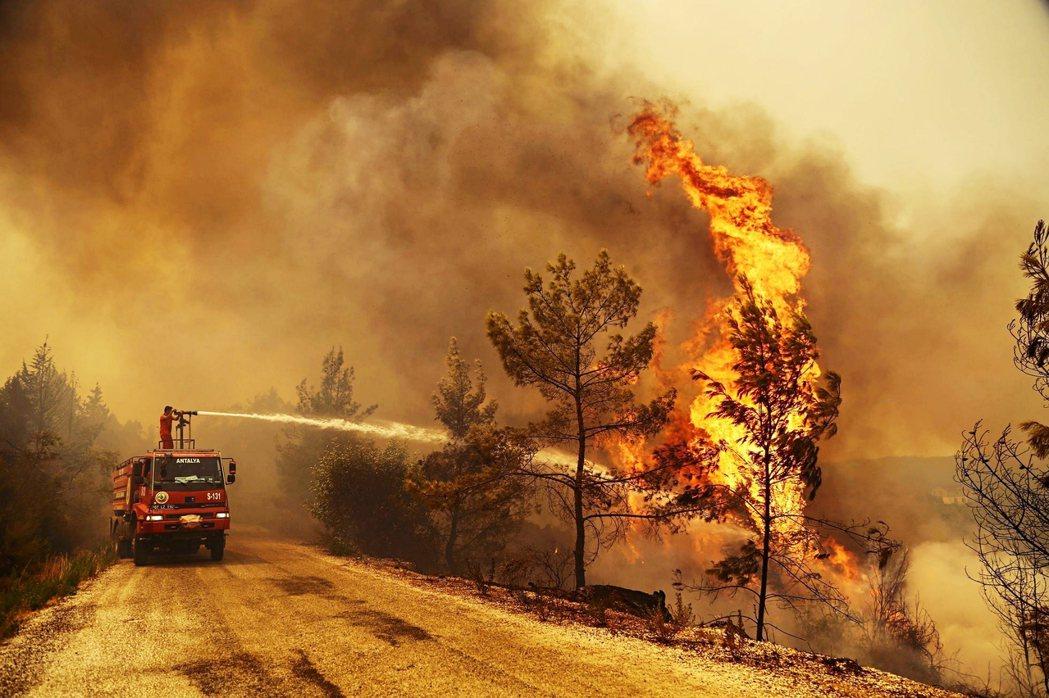 於土耳其自身的滅火設備無法有效控制火勢,在大火發生後就向外交關係較緊密、地理位置...