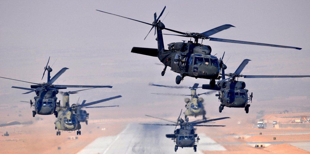 根據美國軍方說法:截至8月19日為止,阿富汗境內仍有1萬人上下的美國公民。但這些...