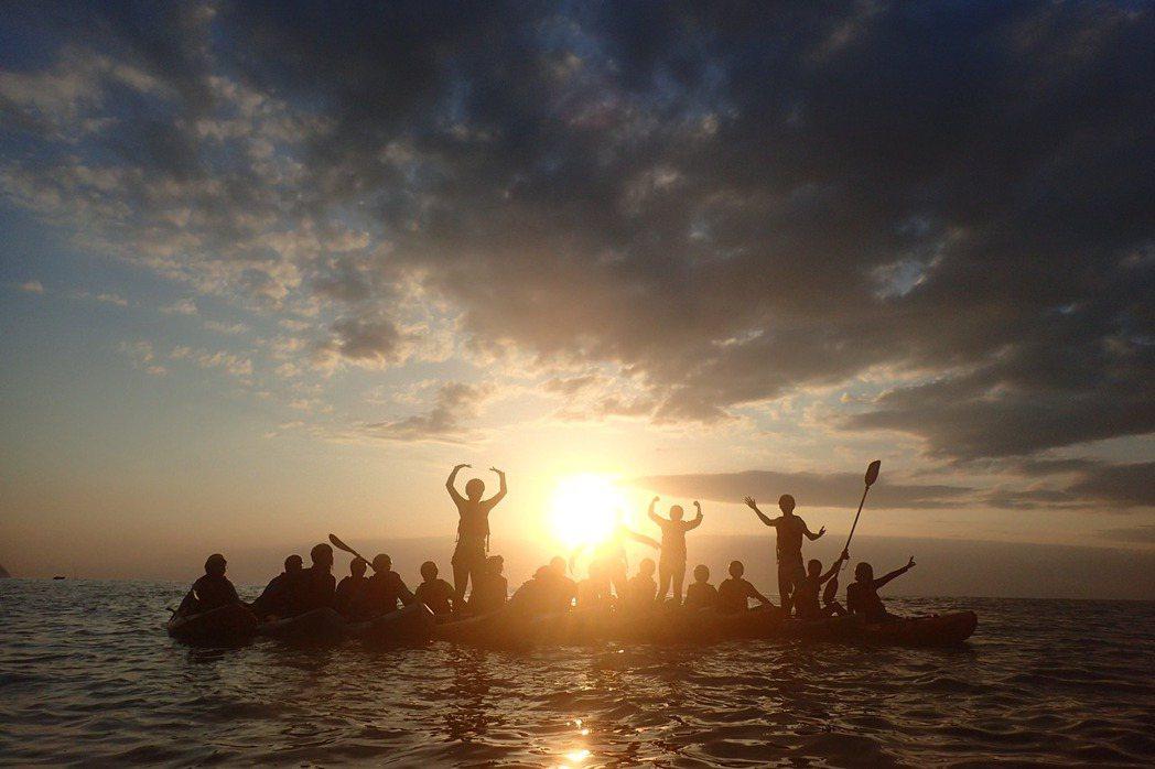 多數無動力的水域活動如獨木舟、SUP、衝浪和潛水,幾乎都是不會造成污染的水域活動,且破壞生態的機率也極低,非常適合在台灣發展。只要政府好好規劃,很有潛力成為吸引國際觀光客的遊憩活動。 圖/作者提供