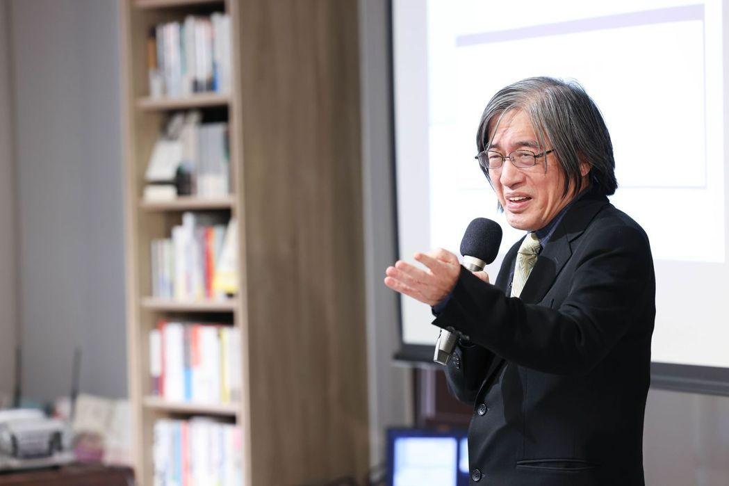 詹宏志說這12本小說,大部分是耳熟能詳的小說,目的就是人人能讀,人人可以表達意見...