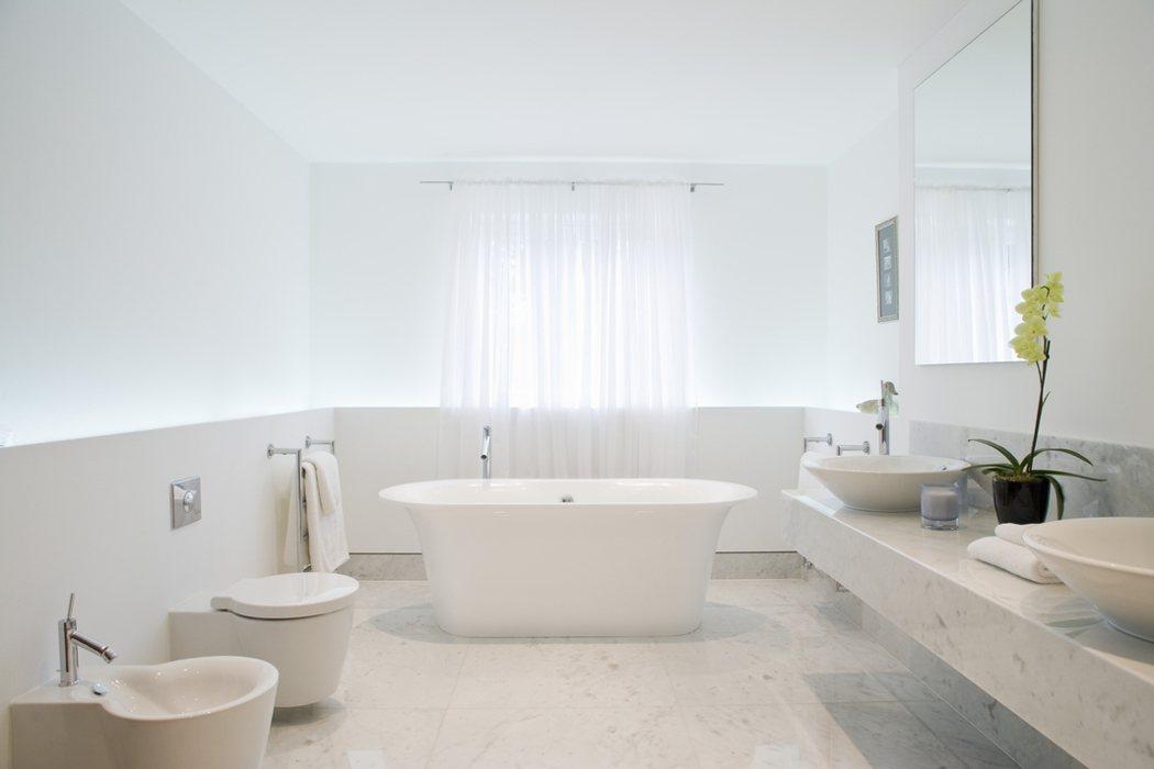 一名網友想重新翻修家裡兩天浴室和廚房,詢價後要50幾萬,令他不禁好奇,「老屋翻修...