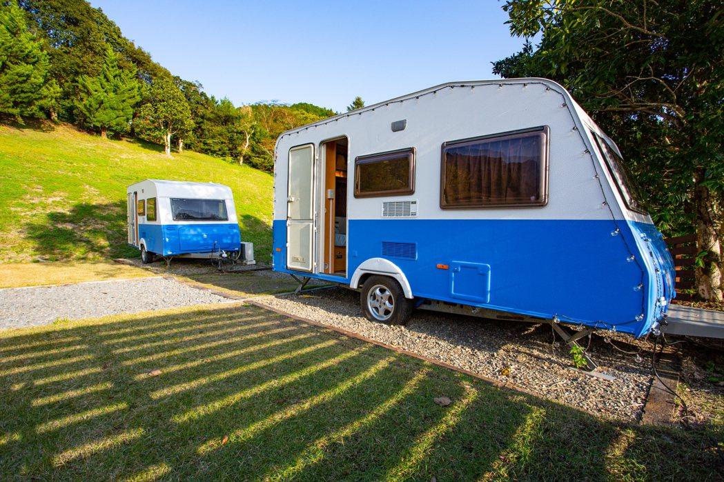 SkyHill Glamping四萬十星空的可愛露營拖車。 圖/高知縣觀光課提供