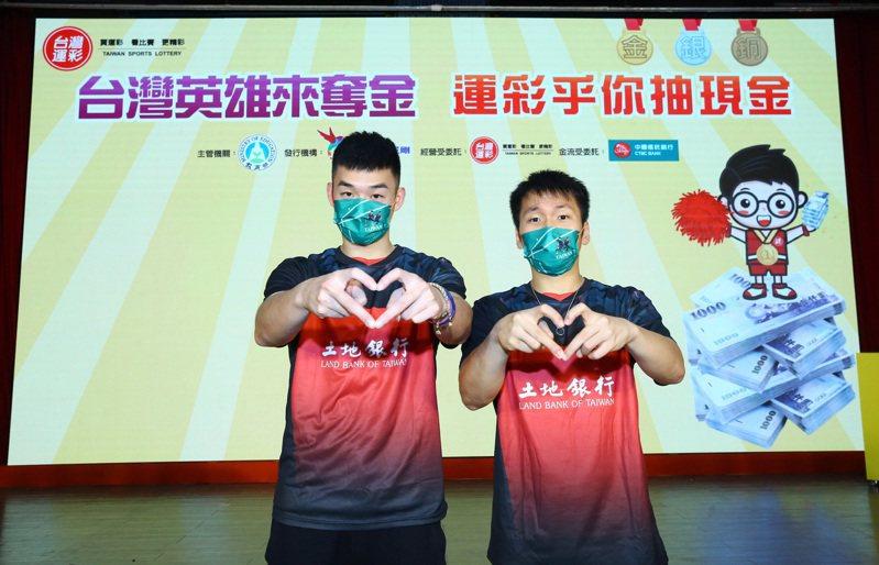 王齊麟、李洋(右)都決定2000萬獎金月領。 台灣運彩提供