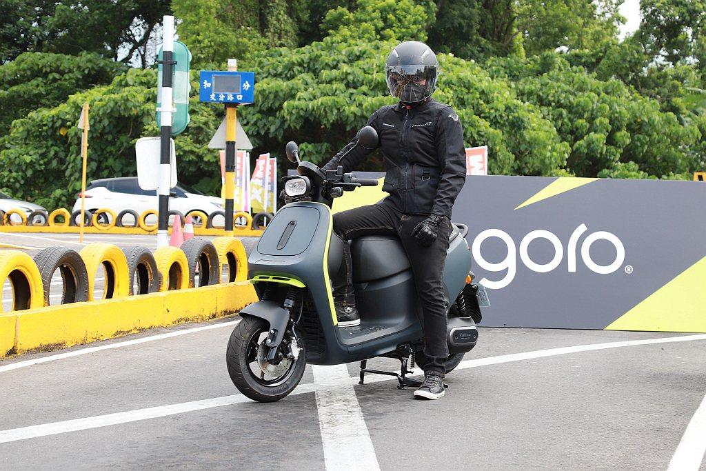 Gogoro更與台北市交通局共同推廣宣導駕駛學習課程,鼓勵民眾在考照前能先透過駕...