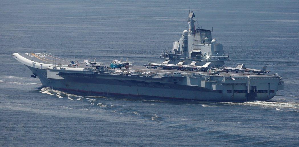 目前遼寧號及山東號航空母艦上,僅操作一種定翼戰機,即殲15。 圖/路透社