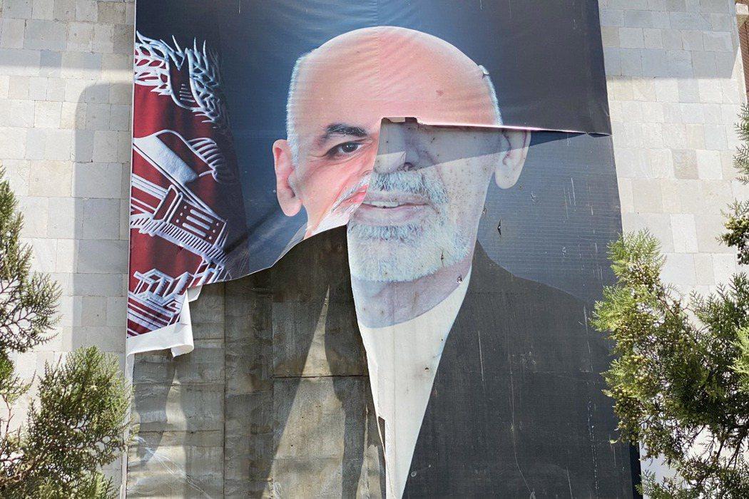 阿富汗總統賈尼(Ashraf Ghani)在塔利班兵臨城下之際潛逃出國,是阿富汗政府迅速垮台的主要原因。 圖/歐新社