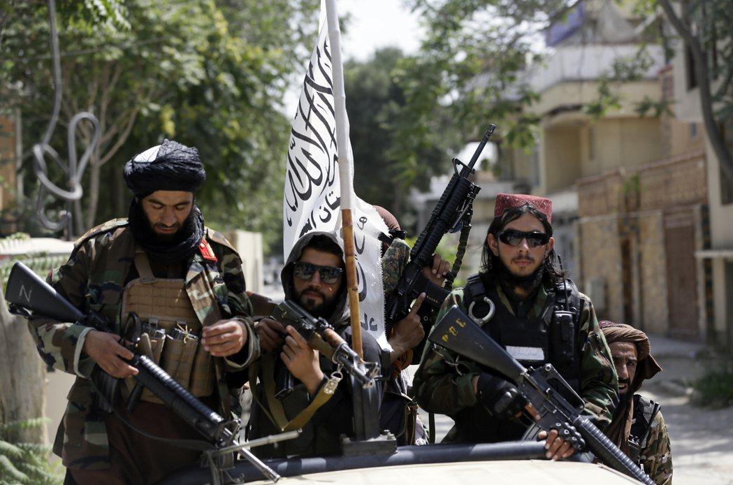 從電視上看到的塔利班戰士,多半都是沒有受過正式教育的年輕人。 圖/美聯社