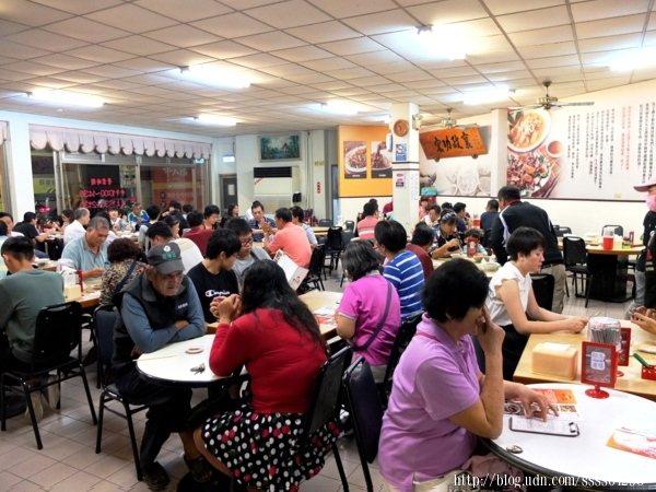 設置桌數很充足,情侶、家庭、三五好友...不同人數的客人群來訪都不成問題