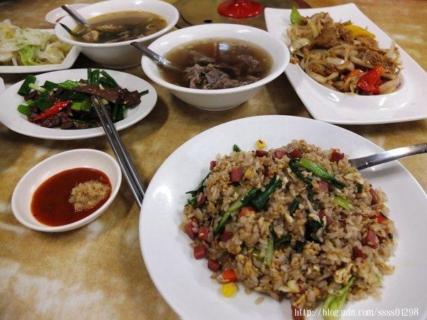 豐富澎派的牛肉料理一道一道上桌,四溢著迷人香氣讓人口水直流阿!