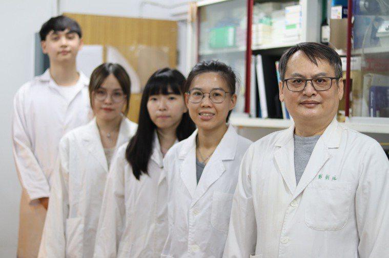 台師大發現,從綠茶萃取的多酚兒茶素群,能抑制冠狀病毒複製。圖/台灣師範大學提供