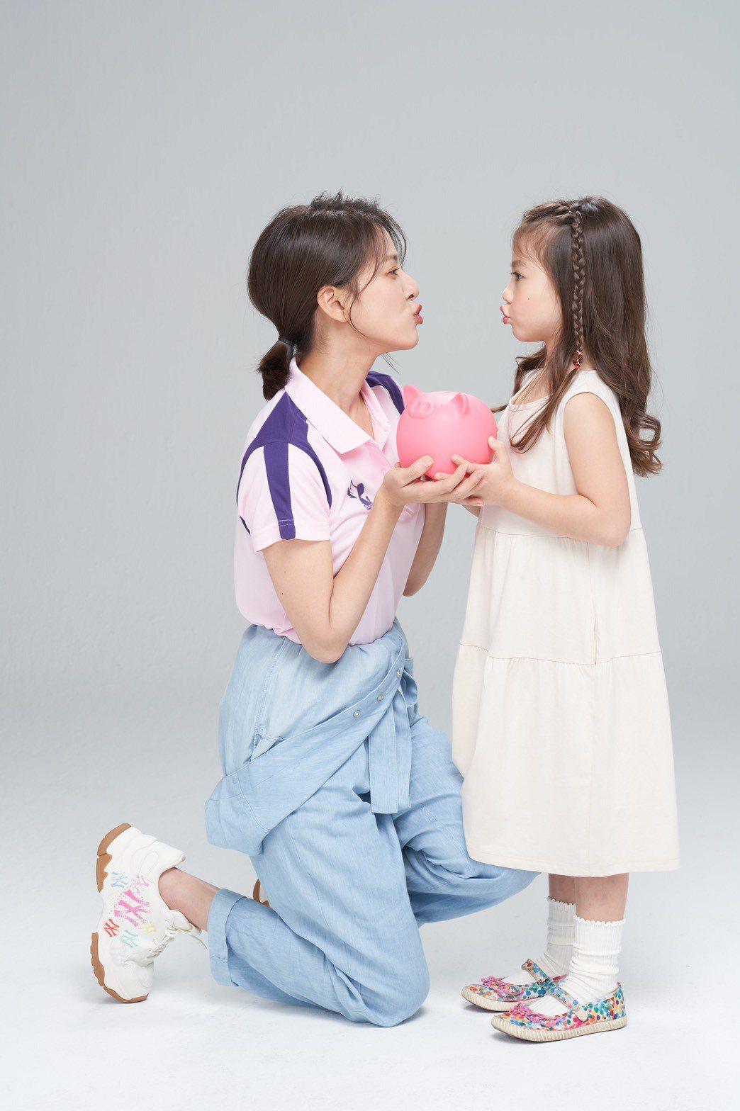 蘇晏霈擔任愛心大使,和童星一起拍廣告。圖/民視提供