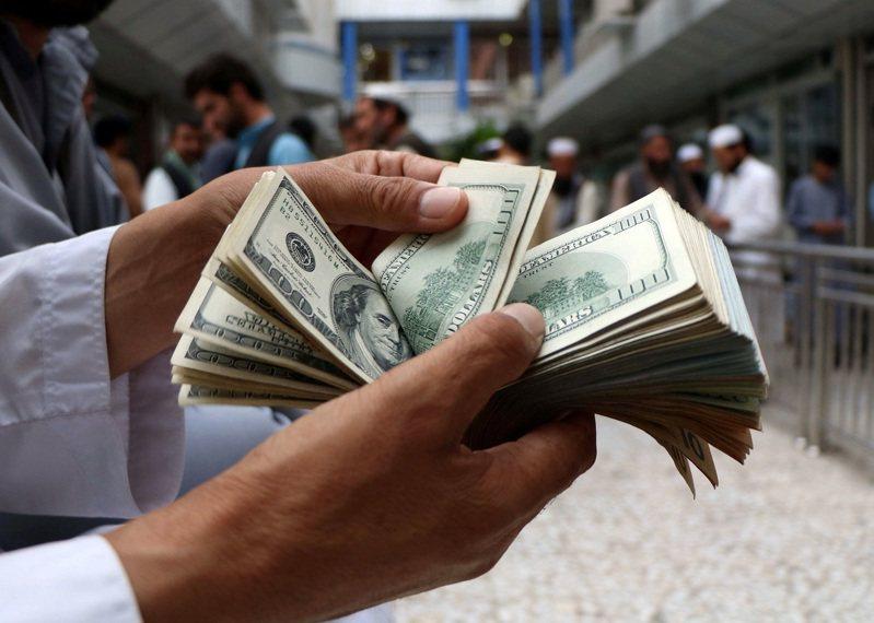 雖然神學士政府還沒正式成立,但歐美援助金主已紛紛切斷往來或威脅削減款項。路透