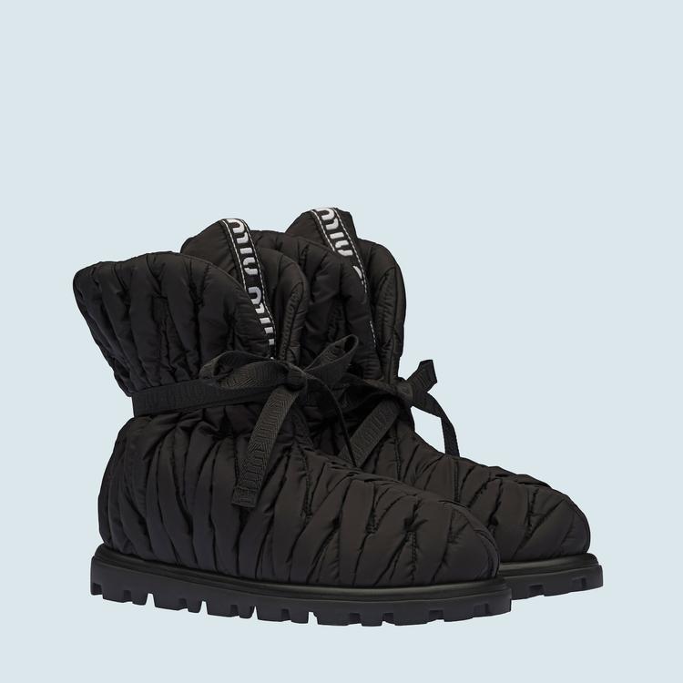 尼龍短靴,37,500元。圖/MIU MIU提供
