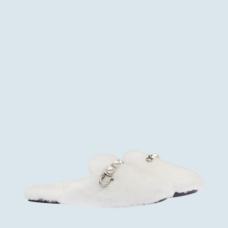 剪羊毛穆勒鞋,33,000元。圖/MIU MIU提供