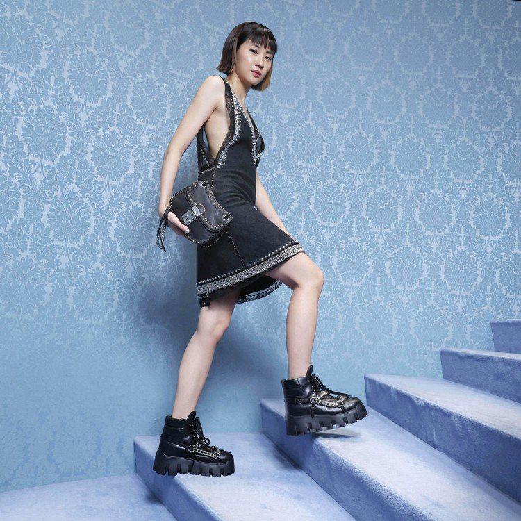 9m88穿水晶鉚釘洋裝16萬元,內搭蕾絲鉚釘綢緞洋裝82000元,金屬飾鍊皮革短...
