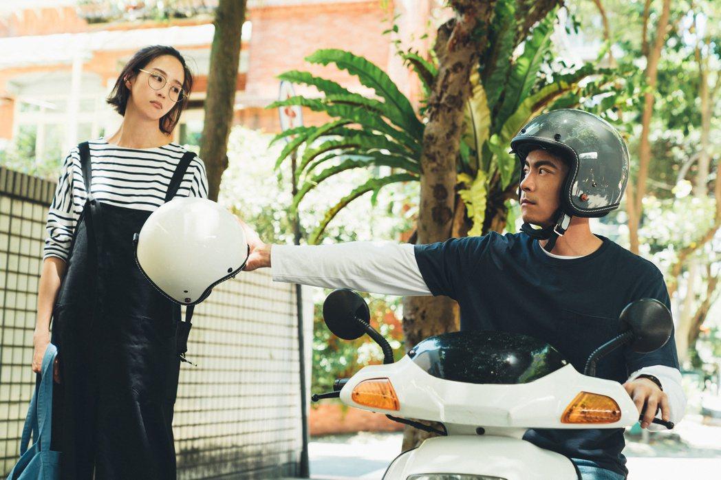 張鈞甯在「清單速配中」劇中,身邊有王柏傑守護。圖/PChome線上購物提供