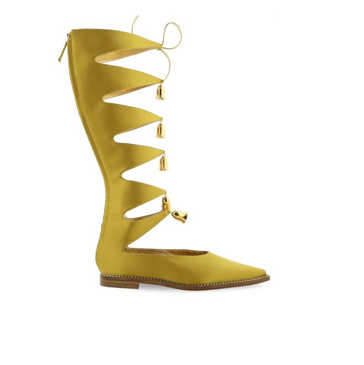 黃金膠囊系列Rayuela鈴鐺裝飾平底靴。圖/Manolo Blahnik提供
