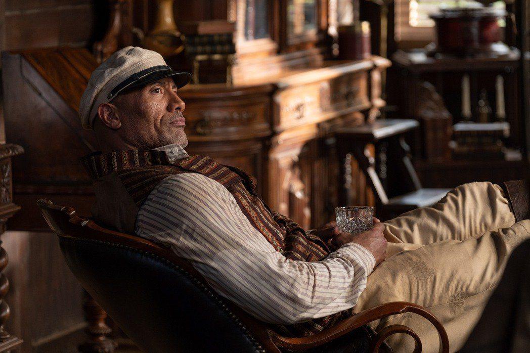 巨石強森日前才帶來賣座電影「叢林奇航」,他的單片片酬則高達5千萬美金(約新台幣1...
