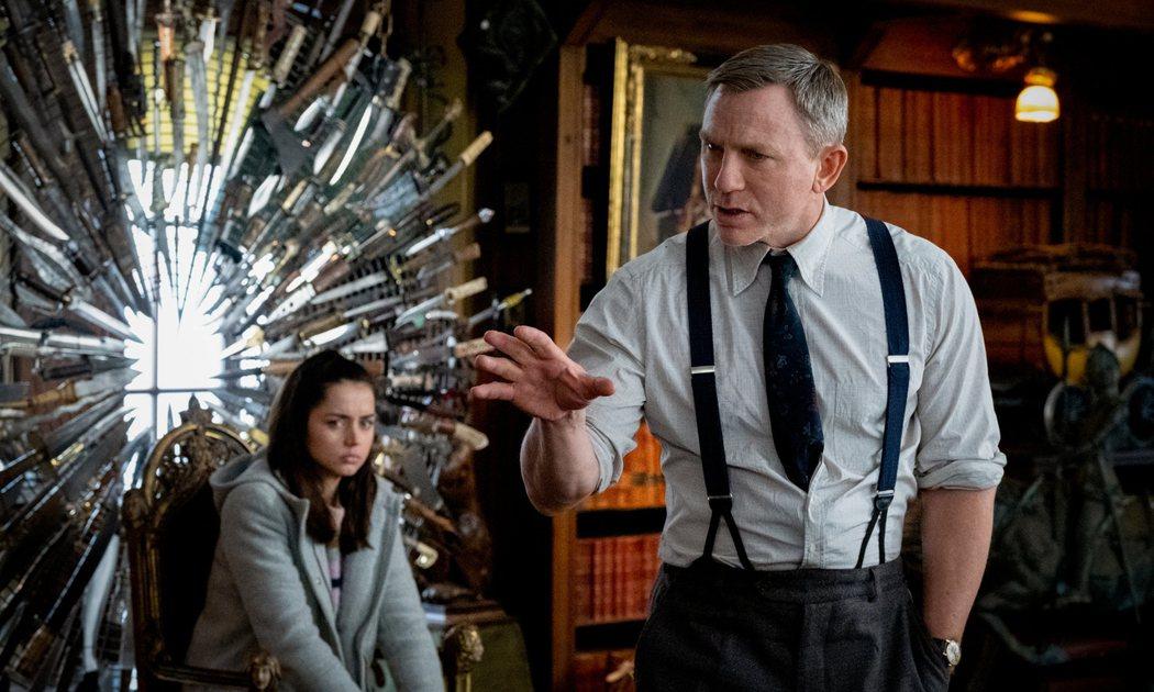 丹尼爾克雷格(右)主演賣座推理電影「鋒迴路轉」,2部續集將讓他收益高達1億美金(...