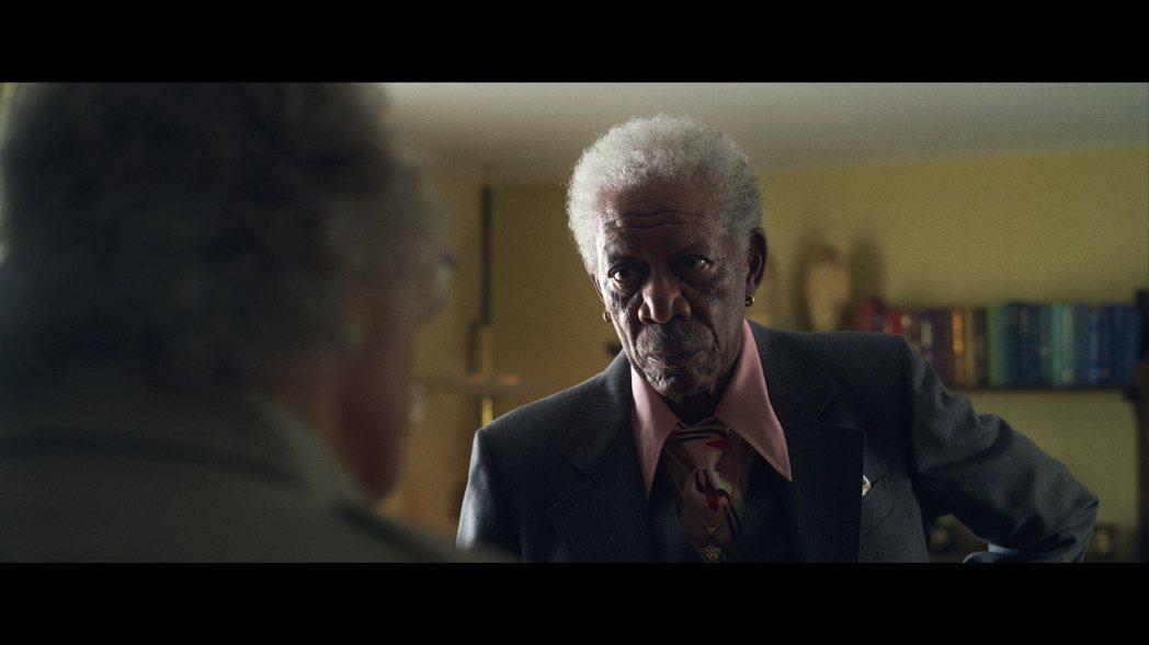 摩根費里曼一改溫暖形象,在新片飾演黑道老大。圖/甲上提供