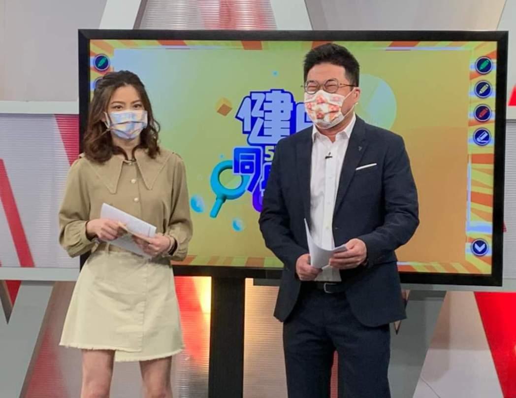 許藍方(左)請辭東森財經台「57健康同學會」。圖/摘自臉書