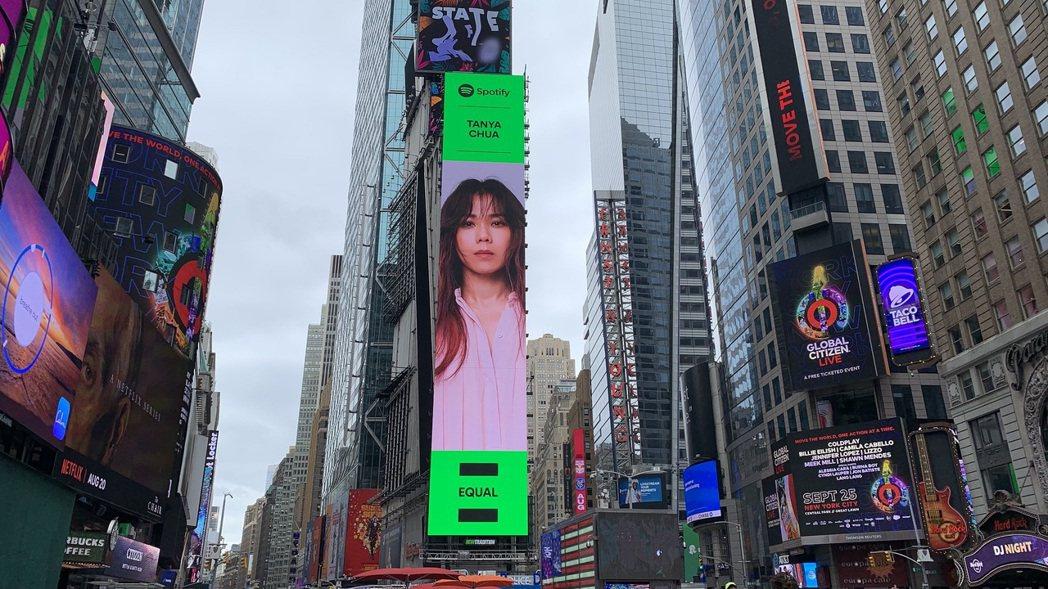 蔡健雅登上美國紐約時代廣場巨幅LED,直言好想哭。圖/環球音樂提供