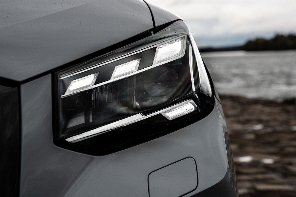 目前LED燈光技術廣泛搭載於四環產品陣列中,此外設計團隊結合美學設計更賦予每輛車...