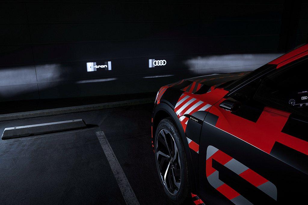 2019年Audi將Digital Matrix LED頭燈科技應用在全能休旅A...