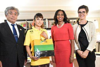 救了牙買加田徑金牌 日本正妹獲大使館贈一週旅遊招待券