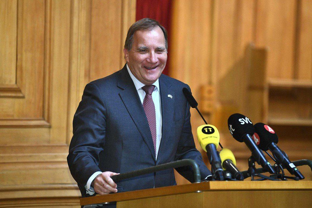 首相善於談判,多次在自家盟友和新盟友之間周旋,排解糾紛,然而這一次事態不如以往,左派黨主席Nooshi Dadgostar態度堅決,投下不信任票,讓Löfven成了瑞典史上第一個被國會罷免的首相。圖為Stefan Löfven。 圖/法新社