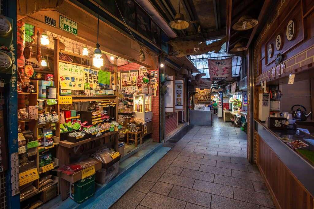 奮起湖老街店家密集,無論特色山產或古早味美食都可覓得。 圖/阿里山國家風景區管理...