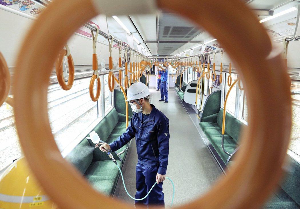 車廂廣告電子化同樣因應策略,透過電子看板的設計,能作出不同通勤時段、針對不同客群...