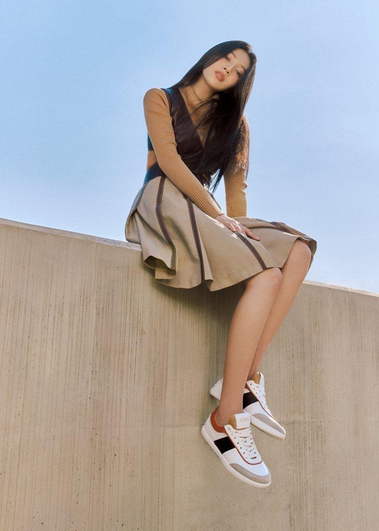 Joy身穿TOD'S復古皮革拼接休閒鞋,23,000元。圖/TOD'S...