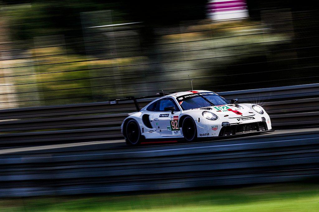 在長達24小時的賽程中,保時捷911 RSR必須在利曼賽道上承受極端壓力,讓因蘊...