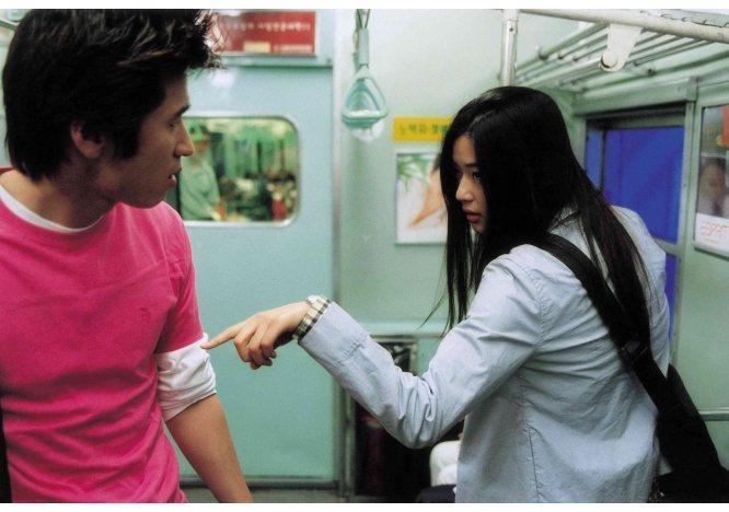 雖然名為野蠻女友,全智賢在電影中是一個充滿正義感的年輕女孩。圖/取自鴻聯國際官網