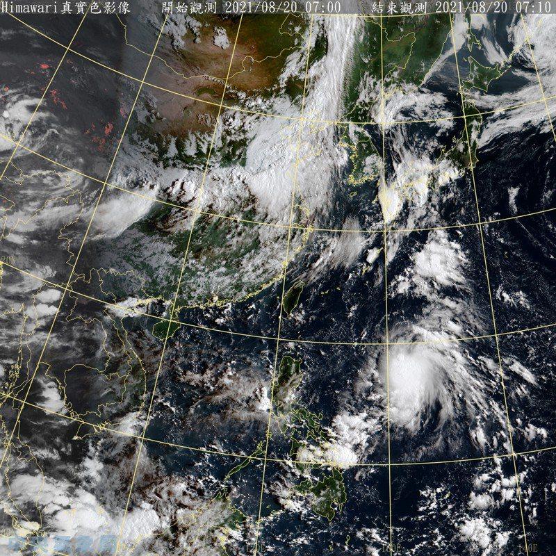 彭啟明說,低壓位置在菲律賓的東方海面,大約在台灣東南方約1100公里的海面,預期將沿著高壓邊緣往琉球方向移動,速度很快,周六就會接近琉球附近,往北前進,然後受西風帶的帶動逐步消散。圖/取自氣象局網站