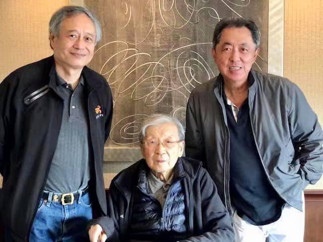 李安導演(左)、李行導演與朱延平導演是多年好友。圖/摘自臉書
