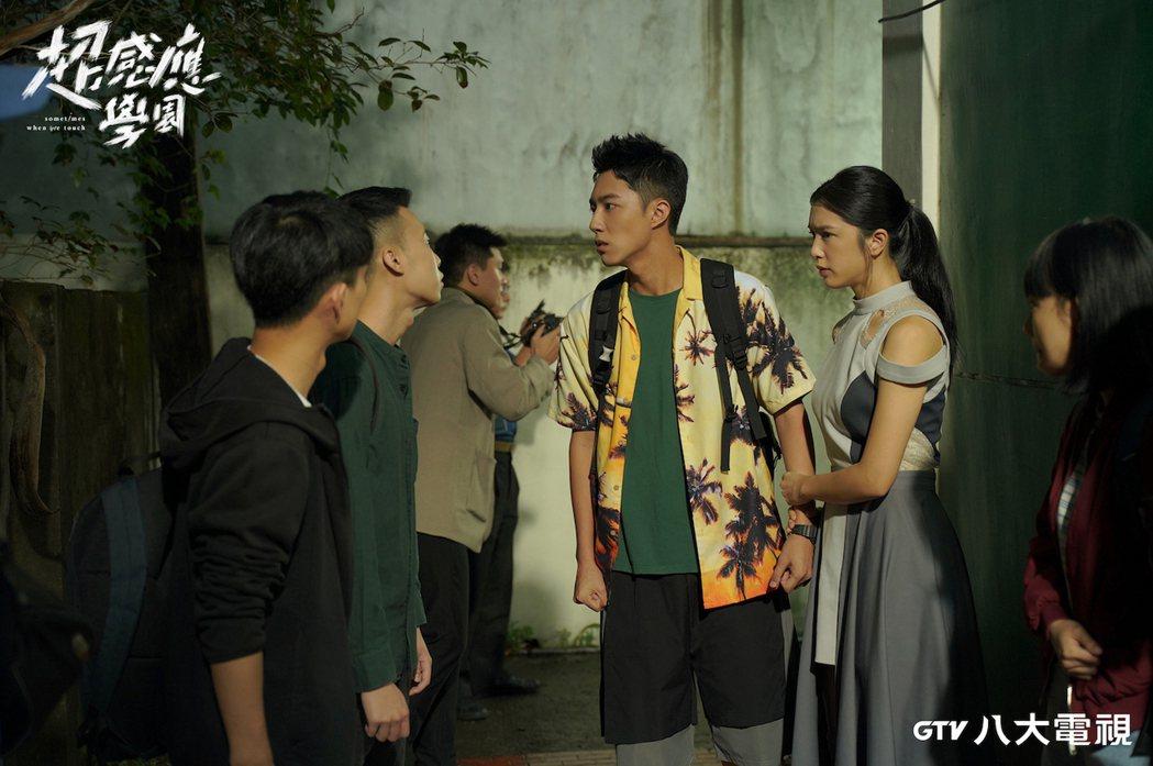 蔡凡熙(右二)過去有被霸凌的經驗。圖/八大提供