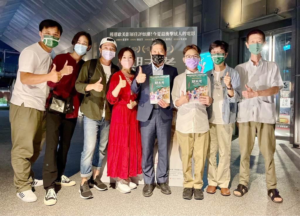 文化部長李永得(中)19日出席「期末考」台北首映。圖/海鵬提供