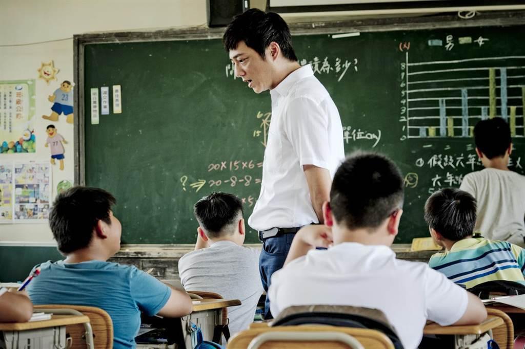藍葦華在「期末考」中飾演代課老師林立宏。圖/海鵬提供