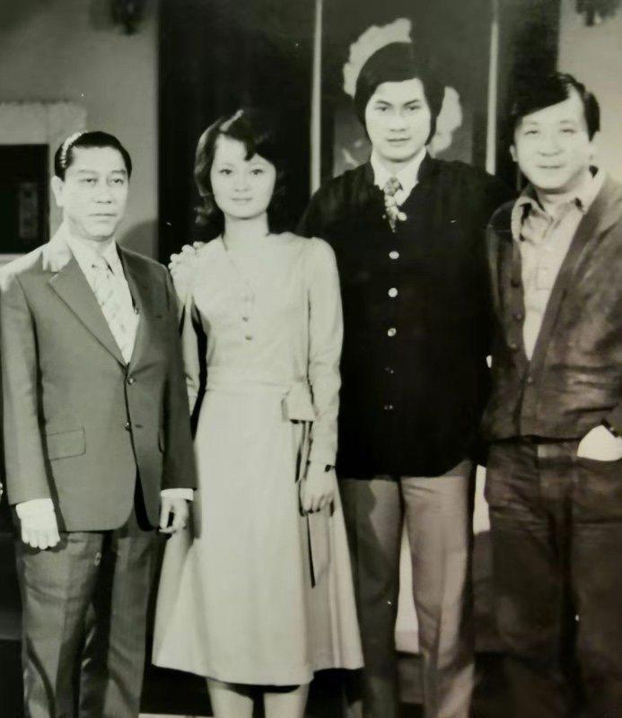 鄧美芳(左二起)當年拍「海鷗飛處」和鄧光榮及李行合照。圖/鄧美方提供